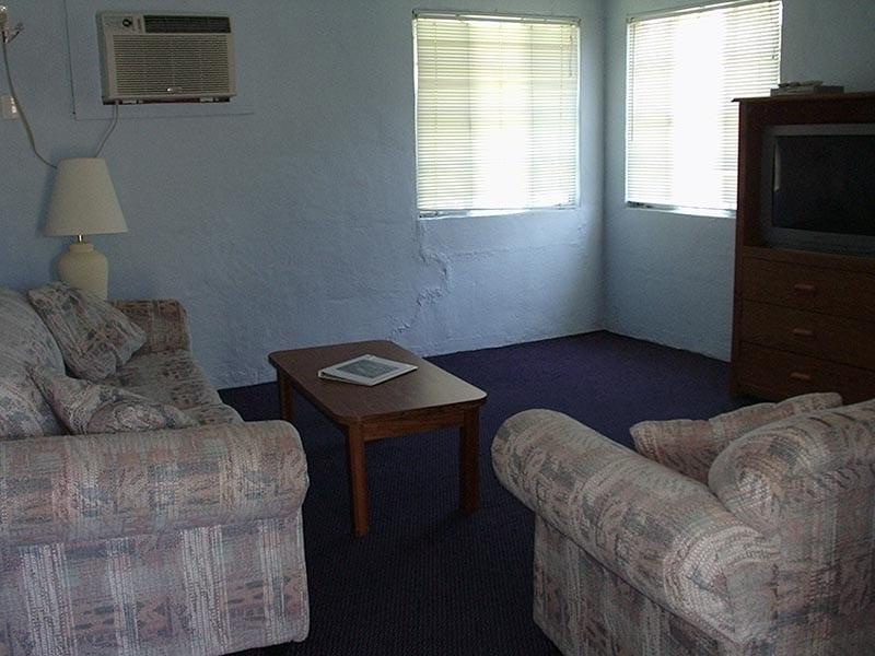 2 Bedroom Fisherman's Cottage - living room.