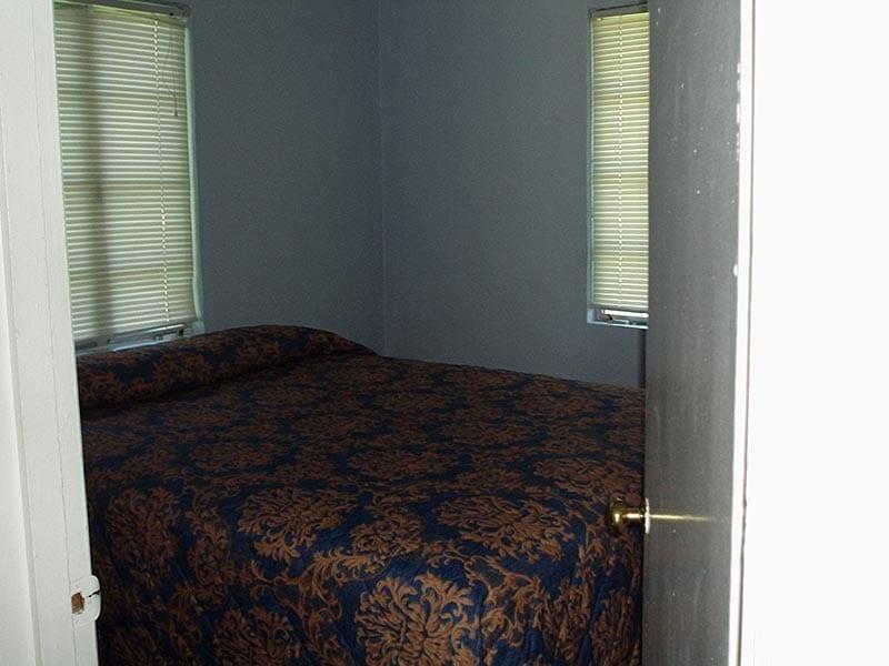 2 Bedroom Fisherman's Cottage - bedroom.